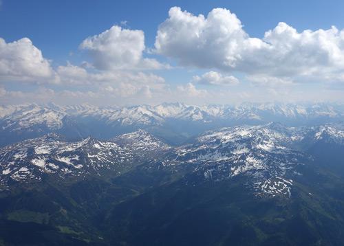 Altschneefelder im kurzen Grund der Kelchsau - Luftaufnahme