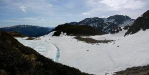 Aufstieg am mittleren Wildalmsee vorbei