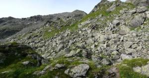 Felsiges Gelände kurz vorm Gipfel