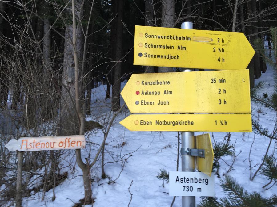 Wegmarkierung zur Schermstein-Alm