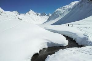 Nach der Abfahrt eine Schiebepassage durch das Rotmoostal bis zum Skigebiet von Hochgurgl