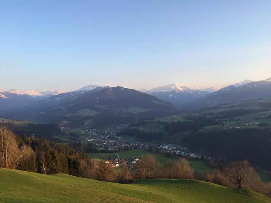 Abendstimmung am Hof Laiming - Blick nach Hopfgarten und in die Kelchsau / Windau