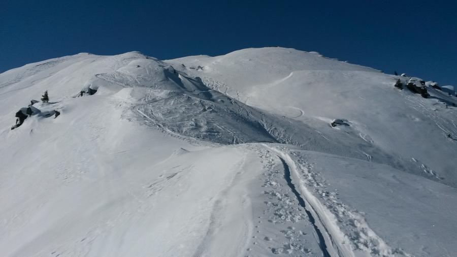 Der Gipfel nicht mehr weit ... perfekte Bedingungen - Schnee, blauer Himmel und keine Lüfterl!!!