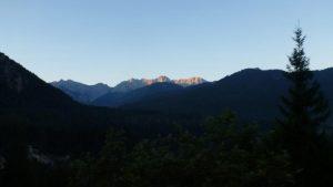 02.Die ersten Sonnenstrahlen erreichen das Karwendel